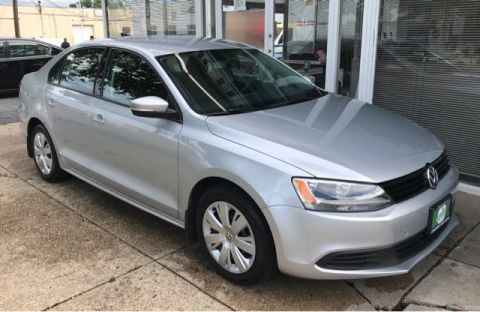 Pre-Owned 2014 Volkswagen Jetta Sedan SE FWD 4dr Car